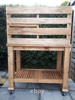 Handmade Heavy Duty Wooden Potting Table Garden Planting Bench With Castors