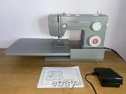 Singer 4423 Heavy Duty Sewing Machine, Extension Table & Thread Set