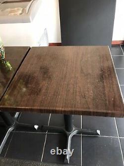 Café, Bistrot, Café Tables. Base Solide En Fonte. 1 Table 2 Chaises