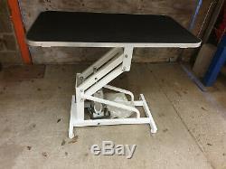 Grande Table De Toilettage Pour Chien Hydraulique 106cm X 60cm