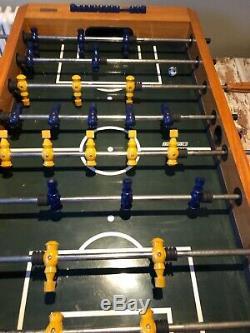 Le Football De Table Harvard. Robuste Avec Pieds Amovibles. Utilisé Mais En Bon État