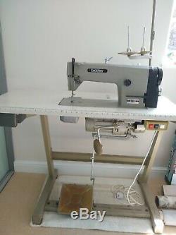 Machine À Coudre Résistante Professionnelle Industrielle De Brother B755 Mk III Avec La Table