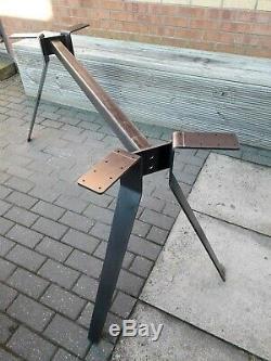 Robuste Jambes De Base De Table En Métal Fabriqués À La Main Au Royaume-uni Avec Un Design Unique