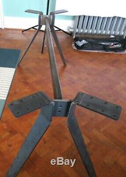 Robuste Jambes De Base Table En Métal À La Main Au Royaume-uni Avec Un Design Unique
