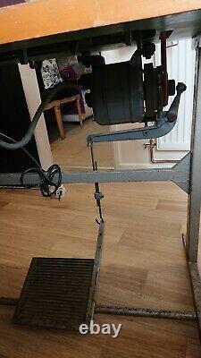 Singer Heavy Duty Walking Foot Flatbed Machine À Coudre Avec La Table