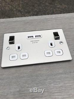 Sur-table De Roulement Faite Sur Commande Avec Éléments Électriques Et Chargeur Usb