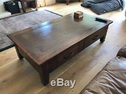 Table Basse Avec 2 Tiroirs En Bois Massif Et Robuste En Très Bon État