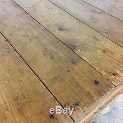 Table Basse Vintage Fabriquée À Partir D'une Palette Industrielle Robuste