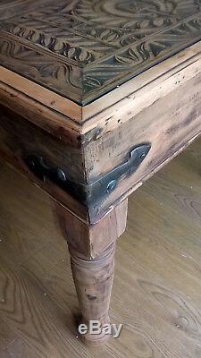 Table Sculptée À La Main En Bois Robuste Unique Et 6 Chaises En Bois Massif