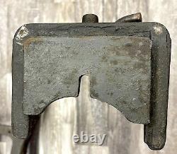 Vintage Signé Cast Iron Steel Industrial Table Legs Base Heavy Duty 23 1/2 H
